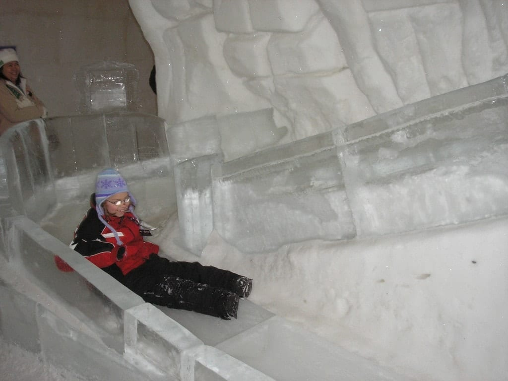 quebec ice hotel l 39 h tel de glace adventurous kate. Black Bedroom Furniture Sets. Home Design Ideas