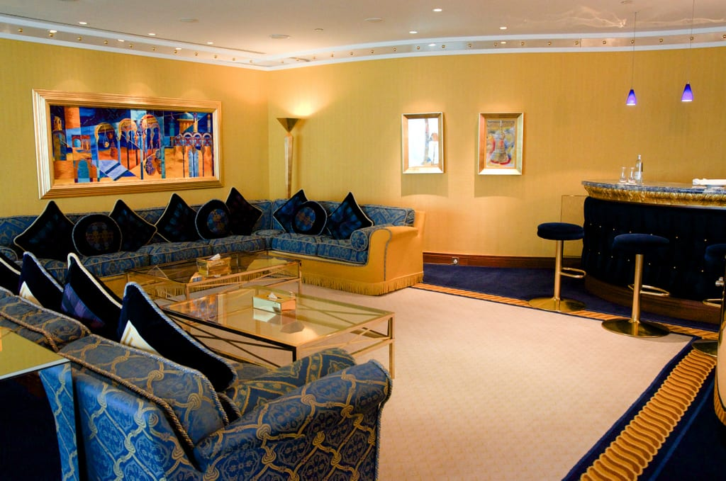 Visiting the burj al arab the world 39 s most luxurious for Burj al arab suite