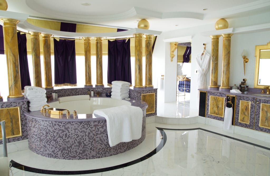 Visiting the burj al arab the world 39 s most luxurious for Most expensive hotel room in dubai