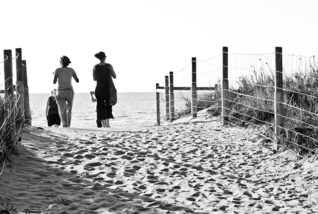 Mindil Beach, Black and White