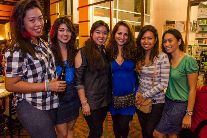 Kate poses with five of her Filipina readers in Manila.