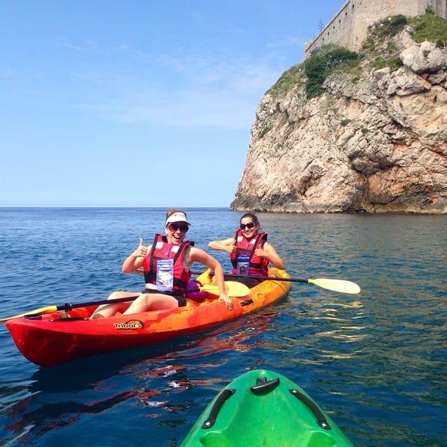 Rachelle and Kate kayaking. Image via @TheTravelBite on Instagram