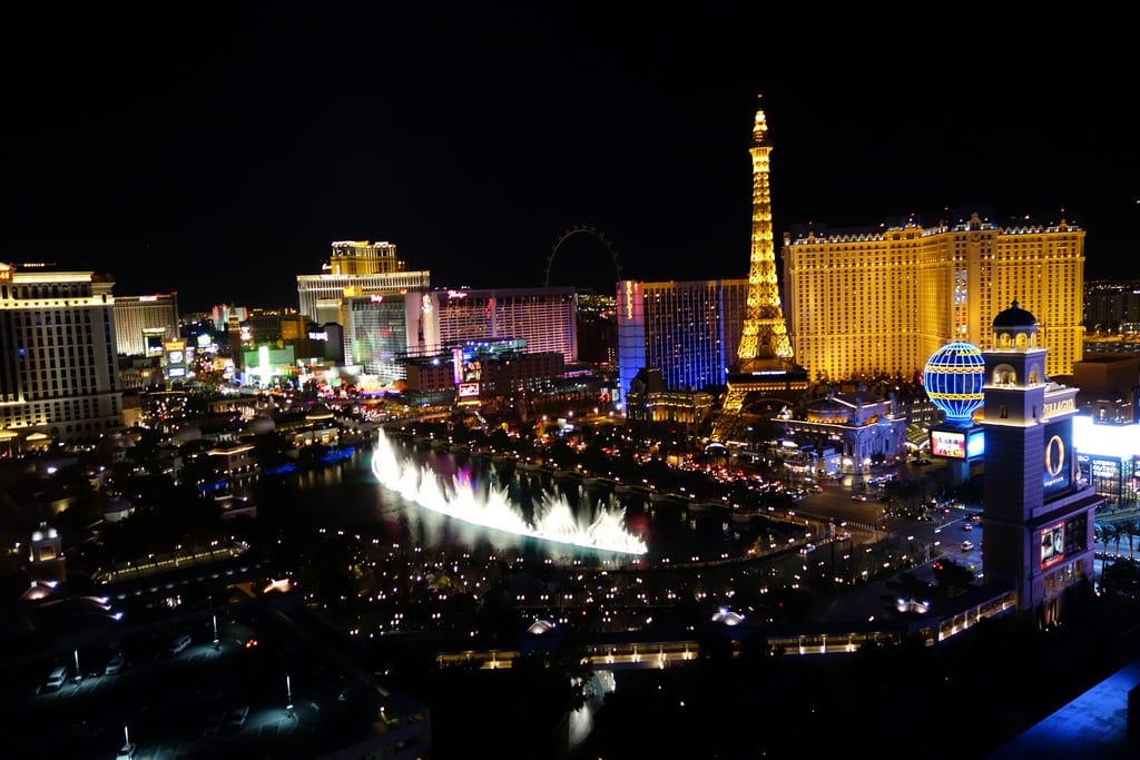Vegas At Night With Bellagio Fountains   Las Vegas At Night   CES 2014    Consumer