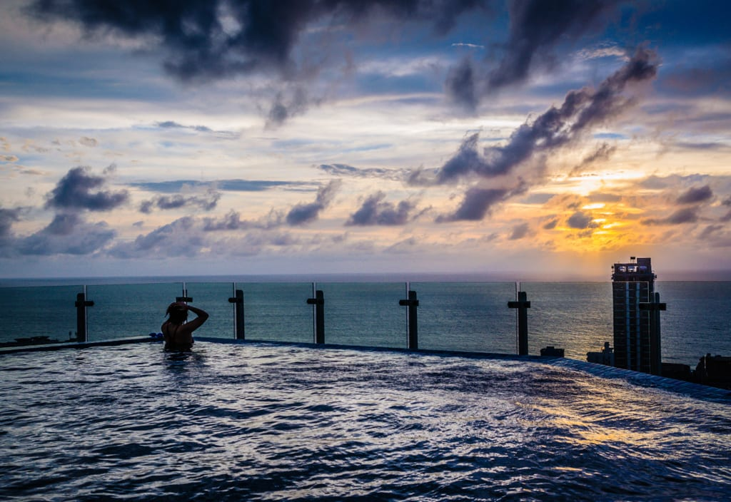 Cinnamon Red Infinity Pool Colombo