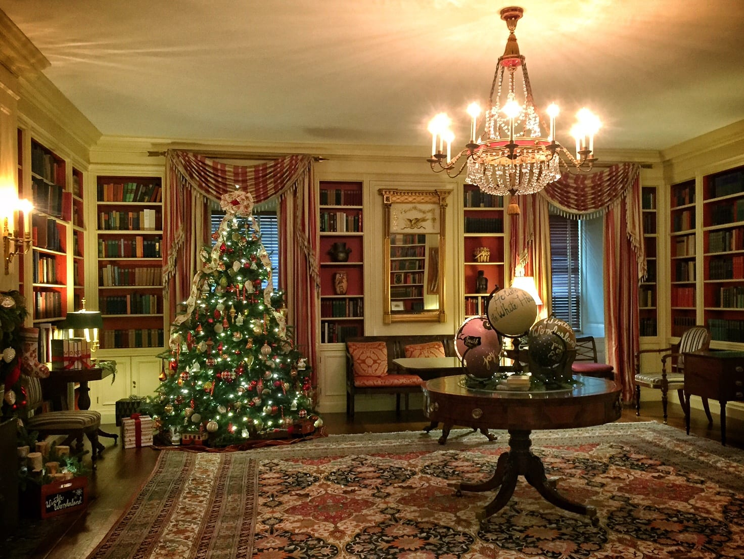 Visiting the White House During Christmas - Adventurous