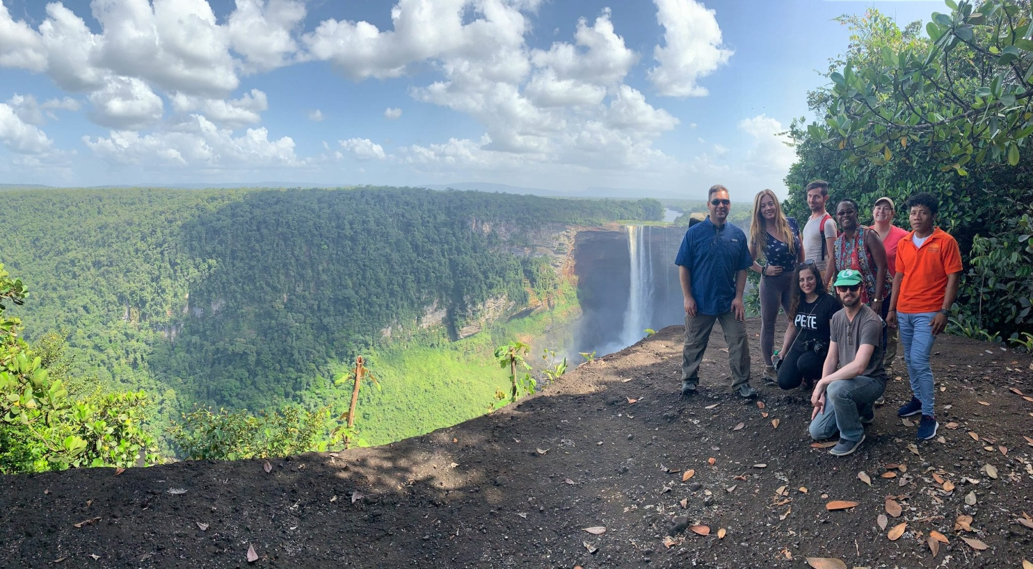 Kaiteur-Falls-Group-©-Leon-More ▷ ¿Qué es realmente como viajar a Guyana?