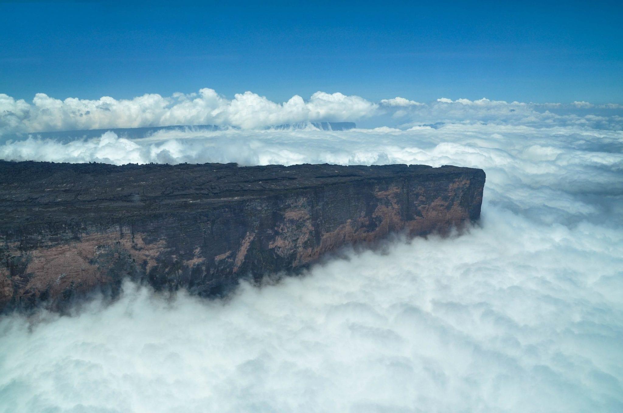 Mount-Roraima-from-Air-©-David-DiGregorio ▷ ¿Qué es realmente como viajar a Guyana?